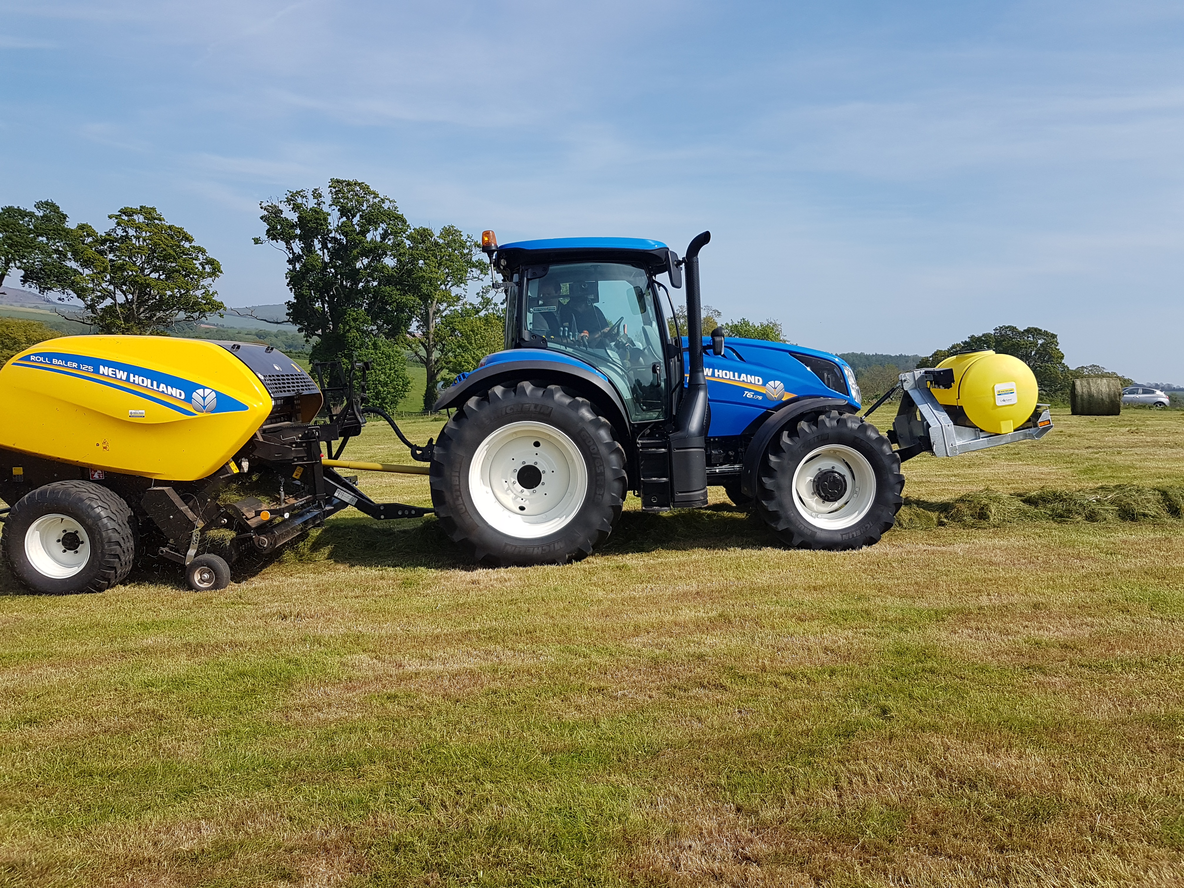 NH round baler with a CropSaver front linkage applicator